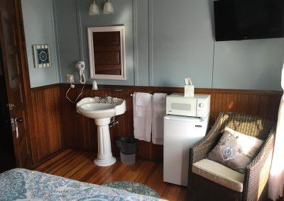 77 Standard Queen Room